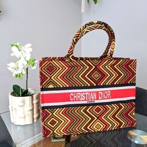 Retro pattern tote bag